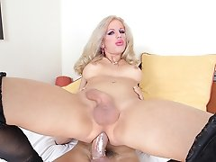 Juliette Stray is one horny tranny!